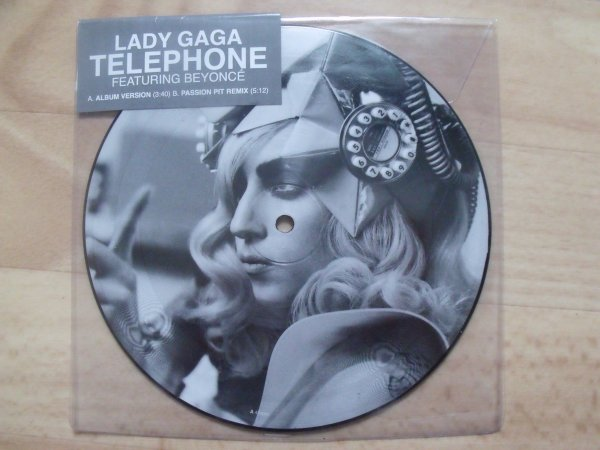 Single : Telephone