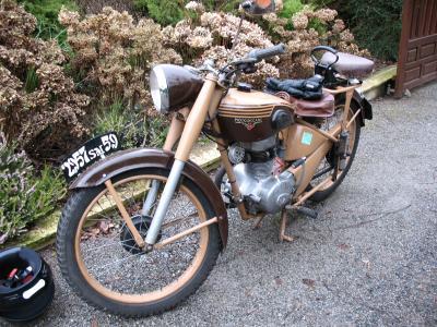 motob cane z46c 1952 la bicyclette qui roule toute seule dans le. Black Bedroom Furniture Sets. Home Design Ideas