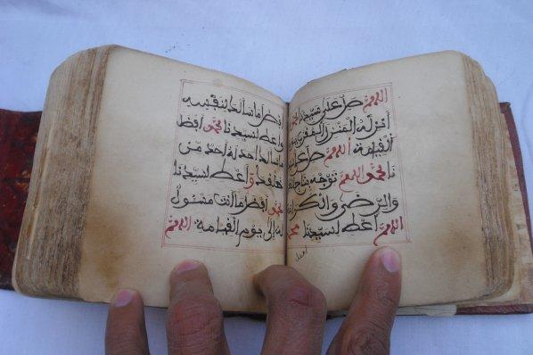 مخطوطة دلائل الخيرات للبيع عمرها 300 سنة حالتها جيدة جدا