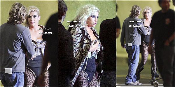 .  01 Novembre 10 - Ke$ha sur le tournage de son nouveau clip dans le centre ville de L.A .     .
