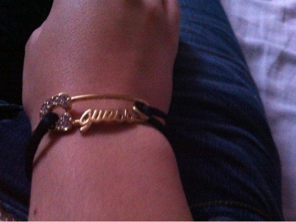 détaille du bracelet guess
