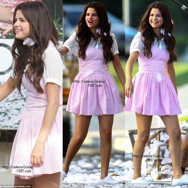 Selena gomez: Sur le plateau de son nouveau film