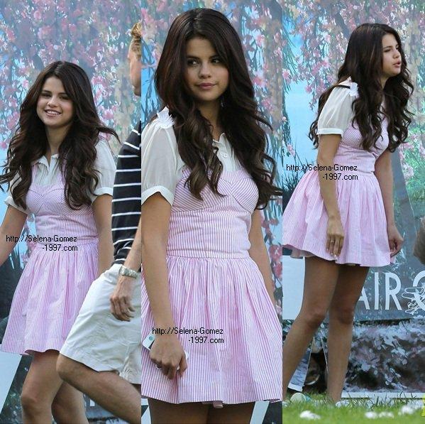 Selena gomez sur le TOURNAGE  de son nouveau film :)