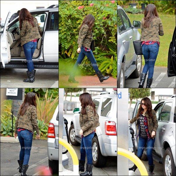Le 17 . 11.2012 : Selena dans Los Angeles