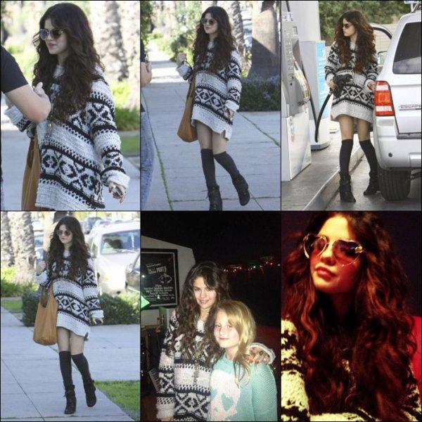 SPRING BREAKERS Bande-Annonce HD VOST+Selena a été vu a la station pour mettre de l'essence (27.01.2013)