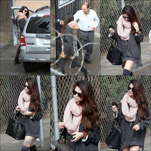 Le 09.02.2013 :Selena en arrivant a son studio + le 11.02.2013Nouvelle photos de Selena et ses ami(e)s , dont Alfredo Flores quittant l'after-party des Grammy Awards !!!