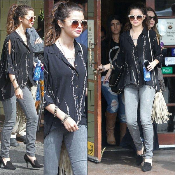 Le 03 mars : Dejeune coral au ''tree cafe'' pour Selena Gomez
