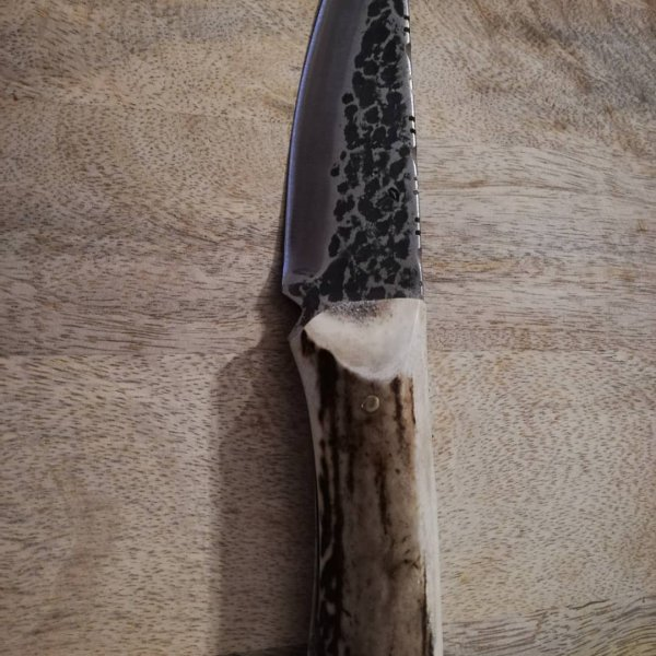 Couteau avec manche en bois de cerf