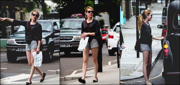 - Ce Mardi 5 Juillet , Emma était a  Notting Hill à Londres. Elle était vêtue d'un simple mini-short et un pull. Personnellement je trouve que son sac n'est pas Top ainsi que c'est ballerines. Pour moi c'est un FLOP -