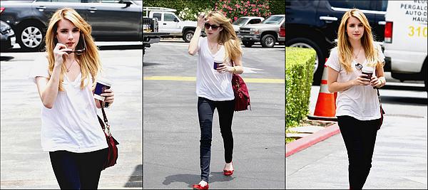 Le Mercredi 13 Juillet Emma a été vu à Los Angeles achetant un café. Perso je trouve que Emma nous a fait un TOP :).