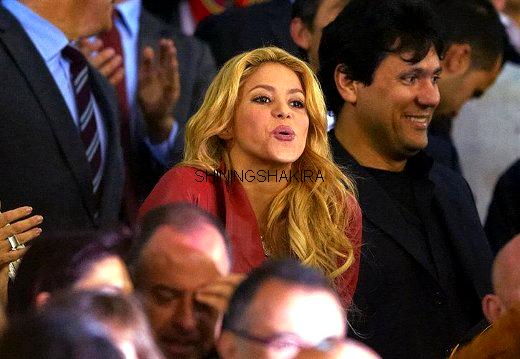 17/09/11 ; Shakira est venue soutenir le FC Barcelona lors d'un match contre Osasuna, malgré la blessure de son copain Gérard Piqué.♥