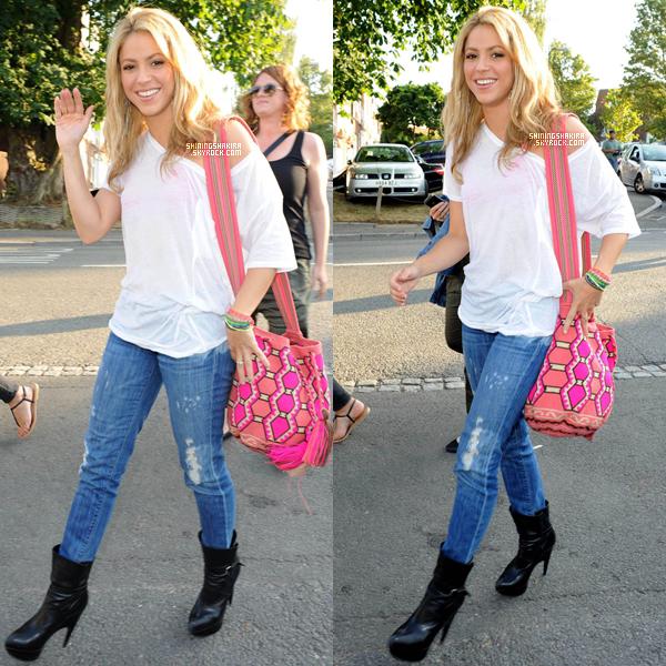 28 Juin 2010 - Shakira se rendant à la finale de la coupe Wimbledon en Angleterre.
