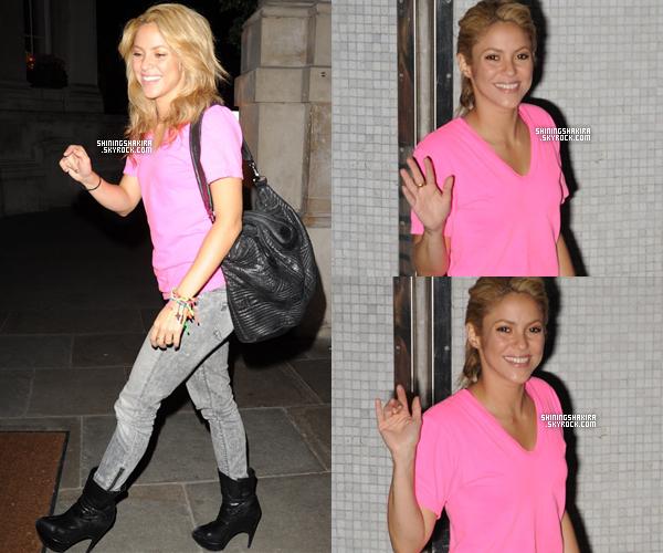 25 Juin 2010 - Shakira aux ITV studios puis de retour à son hôtel à Londres.