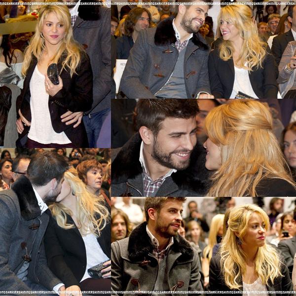 17.11.11. Shakira en compagnie de son chéri♥, assistent, à la présentation du livre du père du footballeur. Ils ont l'air d'être joyeux, sa fait plaisir à voir.