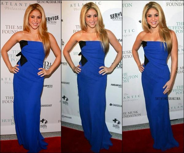 """19.01.09 Shakira présente au """" The Huffington Post Pre-inagural Ball """". (Flashback) Portant superbement une robe bleu noir, qui lui va à ravir, avec ses longs beaux cheveux blonds.TOP"""