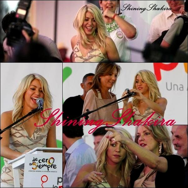 12.04.12 : Shakira en Colombie pour son engagement en faveur des enfants défavorisés avec ses deux fondations « Barefoot » et « ALAS » De retour dans sa ville natale ! ♥ Je la trouve très jolie et très généreuse, ses cheveux ont poussés, elle est très souriante, j'adore!