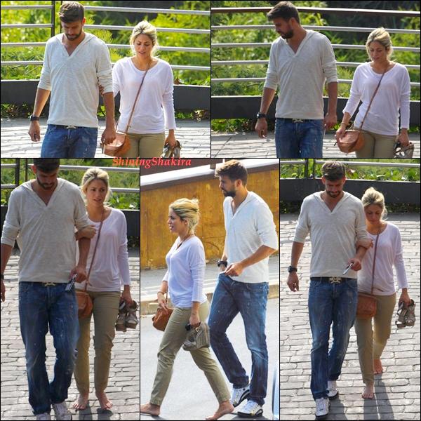 CANDID: Shakira en compagne de son chéri, ils sont parti voir les parents de Gérard. Notre petit couple qu'on aime ne sont-ils pas trop beaux ensemble non?