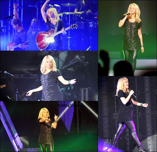 CANDID :  Notre Shakira en performance à son concert au Crystal Hall de Baku. Qu'en pensez vous? Toujours aussi souriante Shakira, ça fait plaisir à voir , elle est sublime ♥