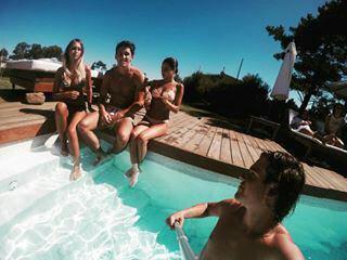Tini En Vacances avec sa famille et des amies