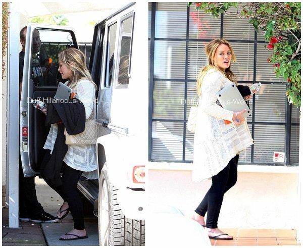 16 FEVRIER 2012 : Hilary se rendant à un rdv professonniel dans Beverly Hills. Suivi d'une photo twitt' ♥