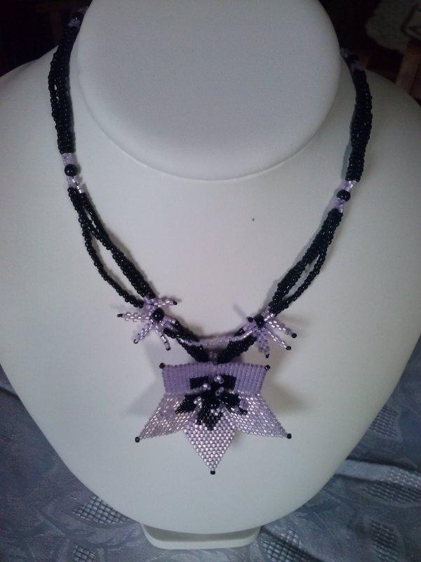 petit noir et violet