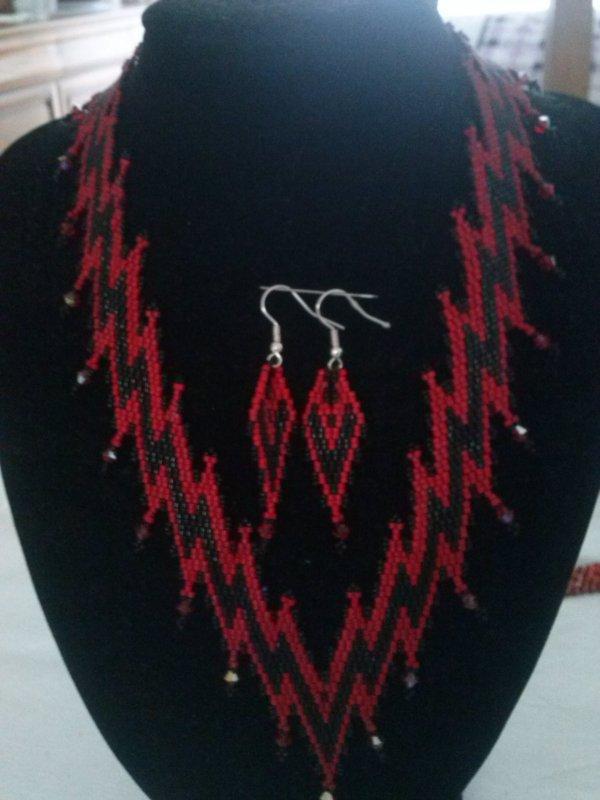 Un Micmic rouge et noir de Marcelle et sa b.o.