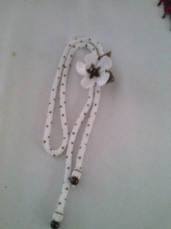 autre collier de Marcelle : crochet et fleur