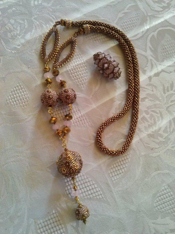 un collier d'Angeline