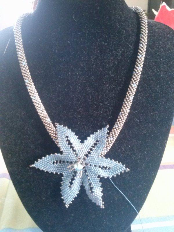 un collier de MARCELLE, beau n'es ce pas ?