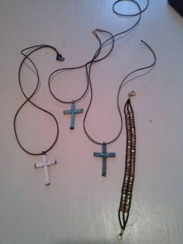 petites croix modele trouve sur le net, de moi