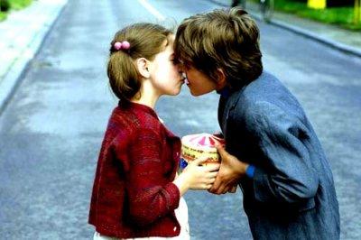 Quand il me prend dans ses bras, qu'il me parle tout bas, je vois la vie en rose ...