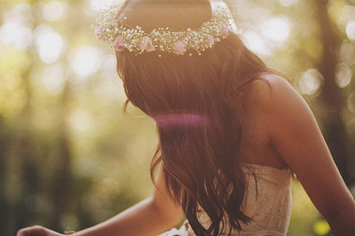 x « La femme ne peut être supérieure à l'homme que comme femme, mais à partir du moment où elle veut égaler l'homme, elle n'est qu'une guenon. » Julius Evola  x