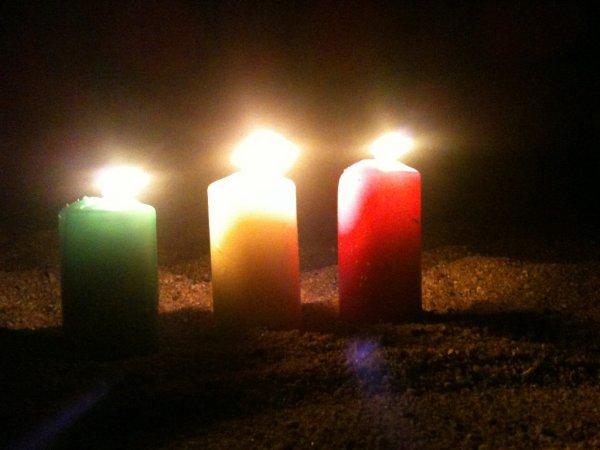 Trois bougies sur le sable de NIANING