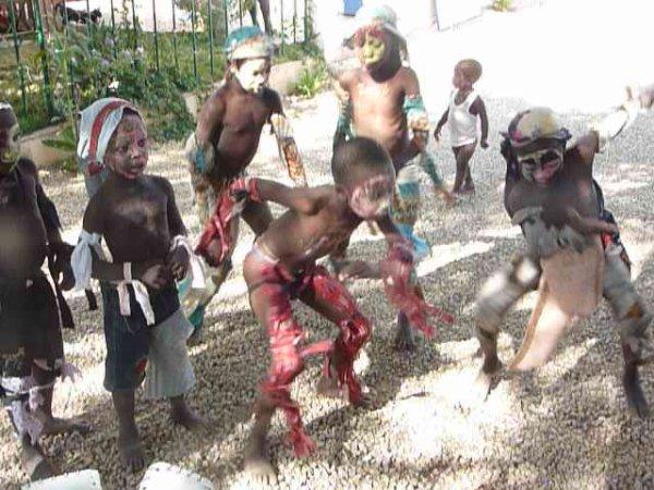 Le Sim (La dance du lion) exécutée par les enfants du village pour l'Épiphanie......