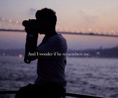 Il y a des personnes qui marquent nos vies, même si cela ne dure qu'un moment. Et nous ne sommes plus les mêmes. Le temps n'a pas d'importance mais certains moments en ont pour toujours .☮