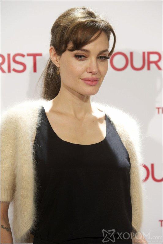 Cute Angelina Jolie | Angelina Jolie Family | Angelina Jolie Hairstyle | Angelina Pictures Gallery |  Angelina Hollywood Beauty | Angelina And Brad Pitt |