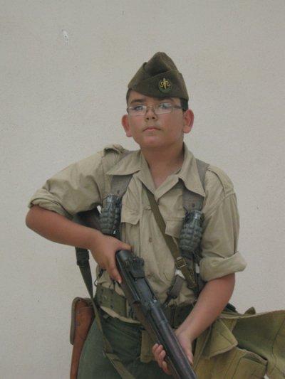 moi en tenue de tirailleur algérien du 7éme RTA