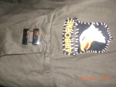 ma veste avec mon grade de capitaine et écusson 101 ab cousu façon WW2