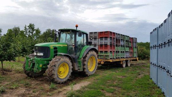 john deere 6930 et porte char gourdon au transport de palox