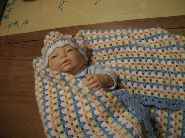 un châle ou couverture pour bébé
