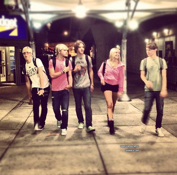 ++   29 Juillet.   Arrivée de Ross et son groupe au New Jersey + Photos de leurs concert  +