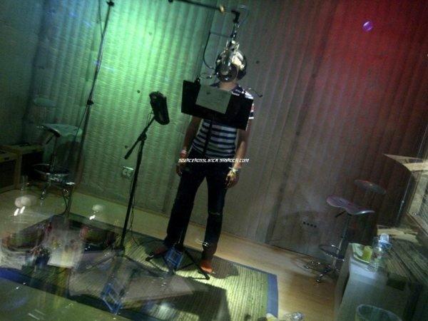 ++   7 Août .   La couverture de l'album d'Austin&Ally enfin révélée ! + Deux photos de Ross lors des enregistrements + Tweet de Ross + Vidéo coup de coeur    +