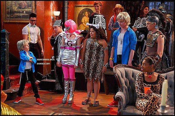 ++     Découvre les tout premiers stills de quelques épisodes d'Austin&Ally ! + Ross et Laura Marano photographiés dans les coulisses d'Austin&Ally déguisés.  +