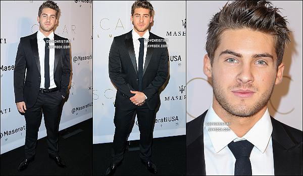 . 28/02/16 - Cody Christian a été présent à la cérémonie des Oscars 2016 présenté par Kevin Hart à Hollywood ! Cody a été avec un costume cravate, très élégant, souriant comme d'habitude ! Je lui accorde un TOP pour sa tenue. Qu'en penses-tu ? .