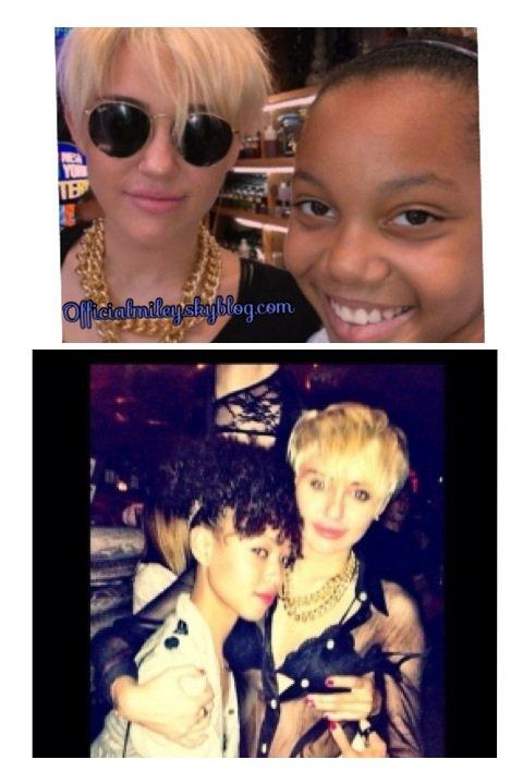 Notre belle Miley a été vue le jeudi 23 aôut à New-York faisant du shooping avec des amies & Voici des photos avec des fans durant la nuit et le jour le même jour