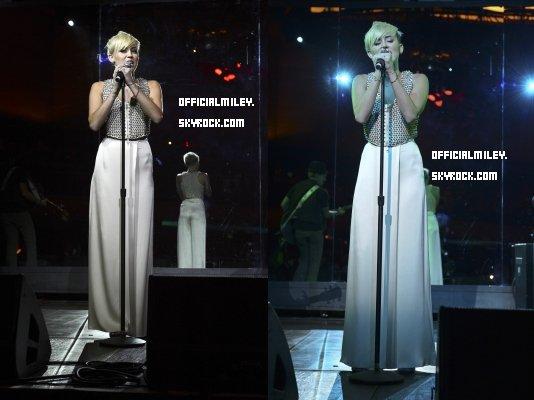 Comme prévu Miley s'est rendu au gala City Of Hope ce 10 octobre  et a performer la chanson look what they've done to my song. J'adore sa tenue .  Miley ne fait plus parti du projet Bonnie&Clyde , Tish a aussi ajoute que la seule raison était que Miley voulait se concentrer sur la musique plus qu'autre chose en ce moment .