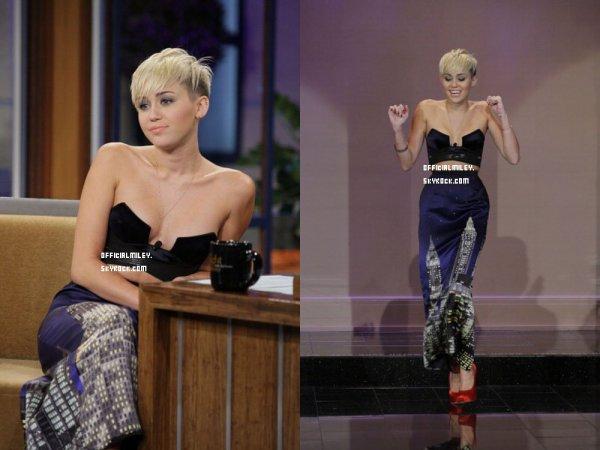 Le 13 Octobre  Miley était au show de Jay Leno comme prévu. Elle sera aussi au show Chelsea Lately le 17 octobre+.Découvrez la promo de Two And A Half Man ou on peut voir la sublime Miley.