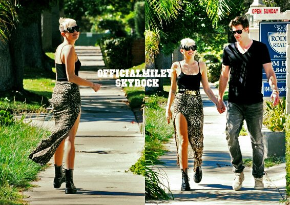 ♥ 19 octobre 2012 ♥ - Avant de se rendre au studio d'enregistrement Miley et son fiancé , Liam , se promenaient  a Los Angeles main dans la main . La Maxi skirt est la tendance en ce moment et en plus en leopard je lui donne un TOP , malgres que je n'aime pas vraiment ces Dr Martens . Et Vous ? ☺