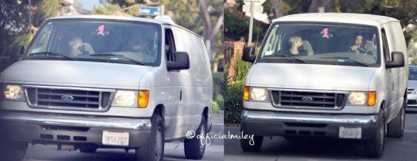 20 octobre 2012 - Miley a été vu près d'un studio avec Cheyne Thomas et quelques amis + la meme soirée  elle et son fiancé , Liam , promenaient leurs chiens .