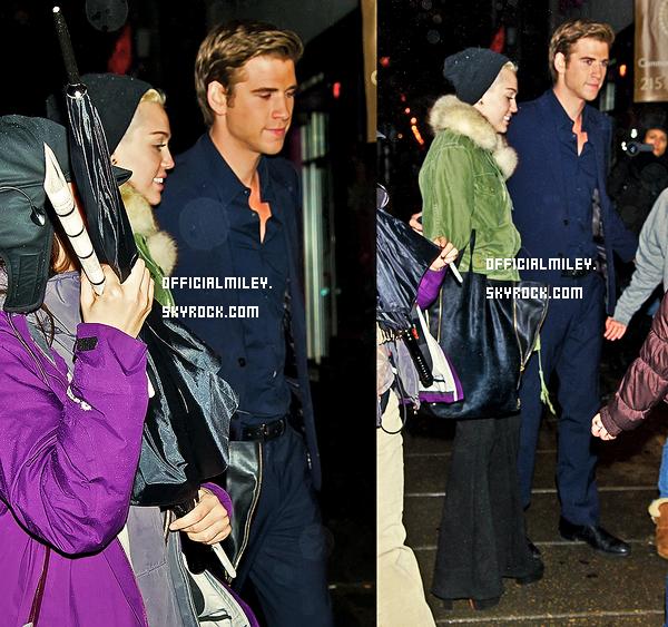 ♥22 décembre 2012♥ - De retour a L.A , Miley et Liam étaient  a Starbucks . Je lui donne un FLOP , je n'aime ni son haut ni son bas. et vous TOP OU FLOP?